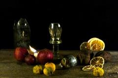 11_22_20-martwa-natura-still-life-świeca-fajka-butelka-pigwa-orzech-4-001